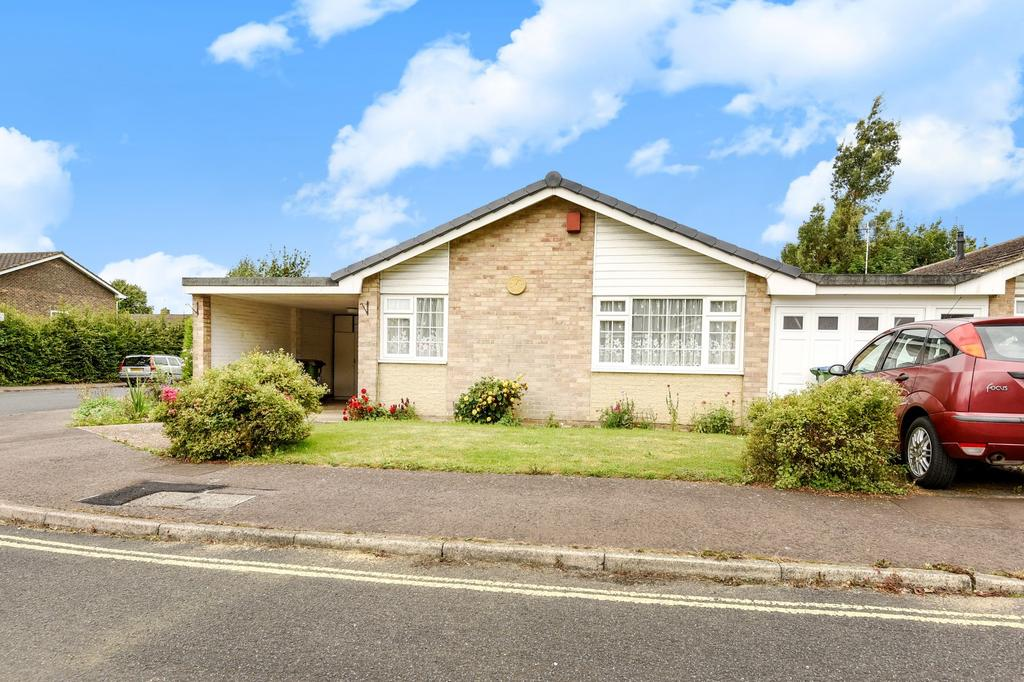 2 Bedrooms Bungalow for sale in The Poplars, Horsham, RH13