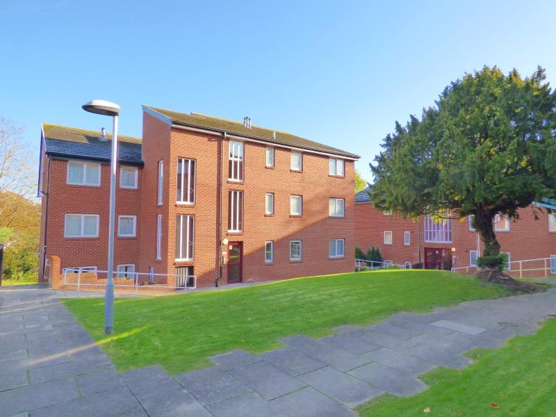 2 Bedrooms Apartment Flat for sale in THE KNOLL, PALACE ROAD, RIPON, HG4 1EL