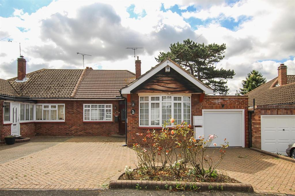 3 Bedrooms Semi Detached Bungalow for sale in Gerrard Crescent, Brentwood