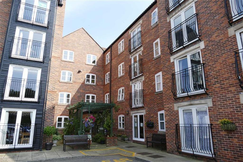 2 Bedrooms Flat for sale in All Saints Court, Market Weighton