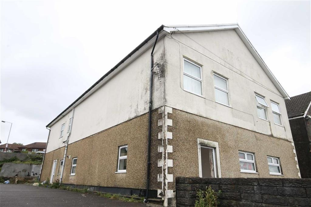 2 Bedrooms Flat for sale in Heol Aneurin, Caerphilly, CF83