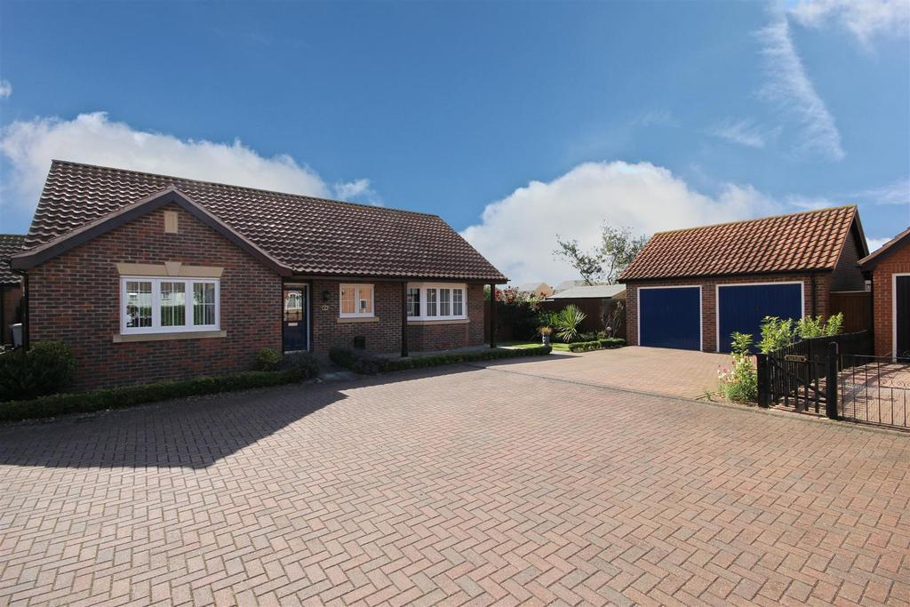 3 Bedrooms Detached Bungalow for sale in 33 Grosvenor Road, Mablethorpe