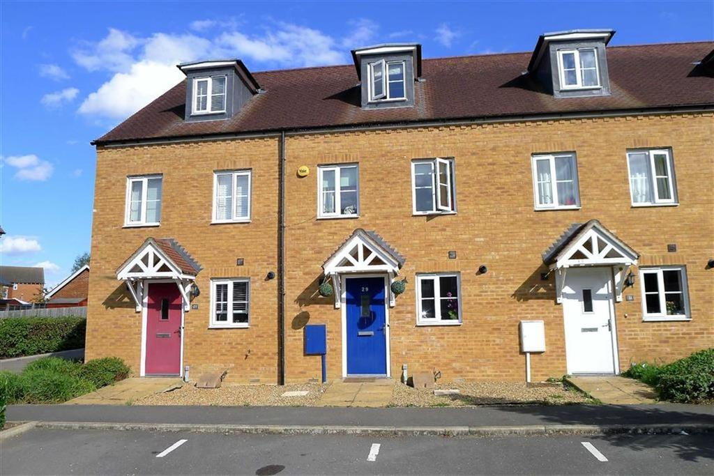 3 Bedrooms Town House for sale in Fitzgilbert Close, Gillingham, Kent, ME7