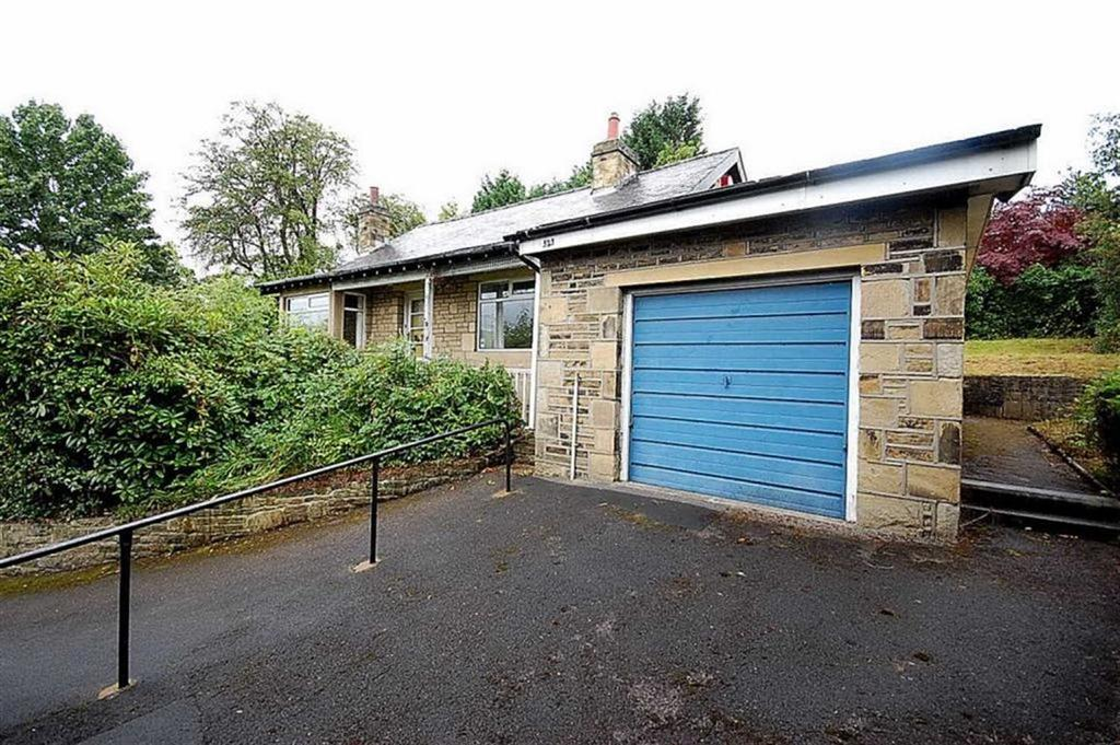 2 Bedrooms Detached Bungalow for sale in Bradford Road, Huddersfield, HD2