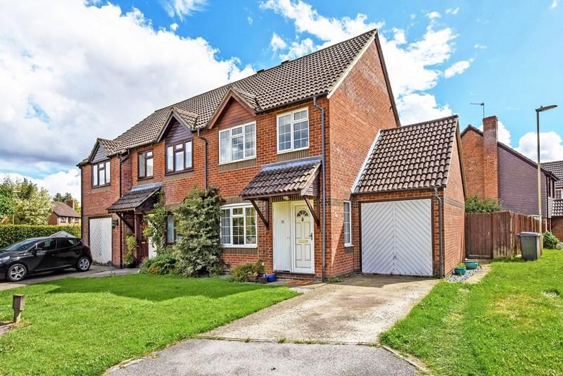 3 Bedrooms Semi Detached House for sale in Swift Close, Andover