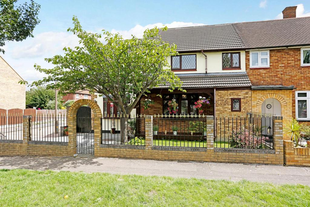 4 Bedrooms Semi Detached House for sale in Foyle Drive, South Ockendon, Essex, RM15