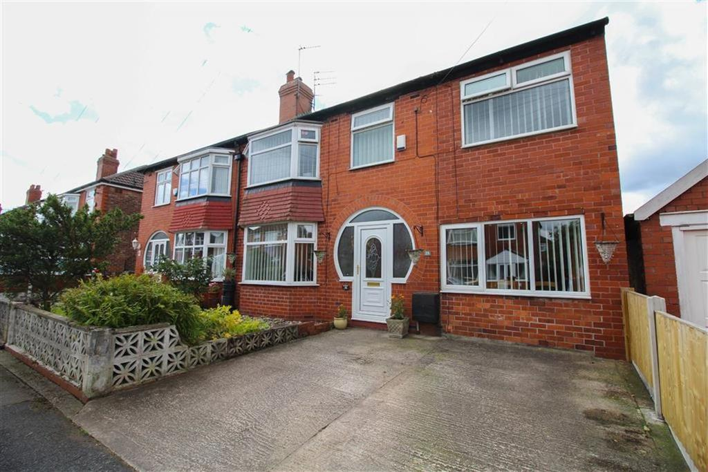 4 Bedrooms Semi Detached House for sale in Repton Avenue, Dane Bank, Denton