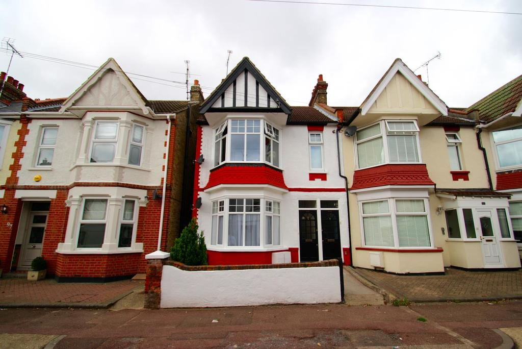 1 Bedroom Flat for sale in Lymington Avenue, Leigh-On-Sea
