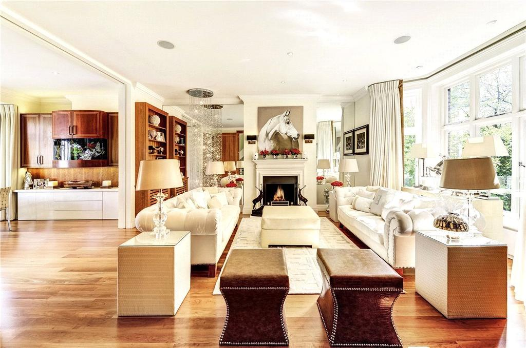 5 Bedrooms Maisonette Flat for sale in Victoria Road, Kensington, London, W8