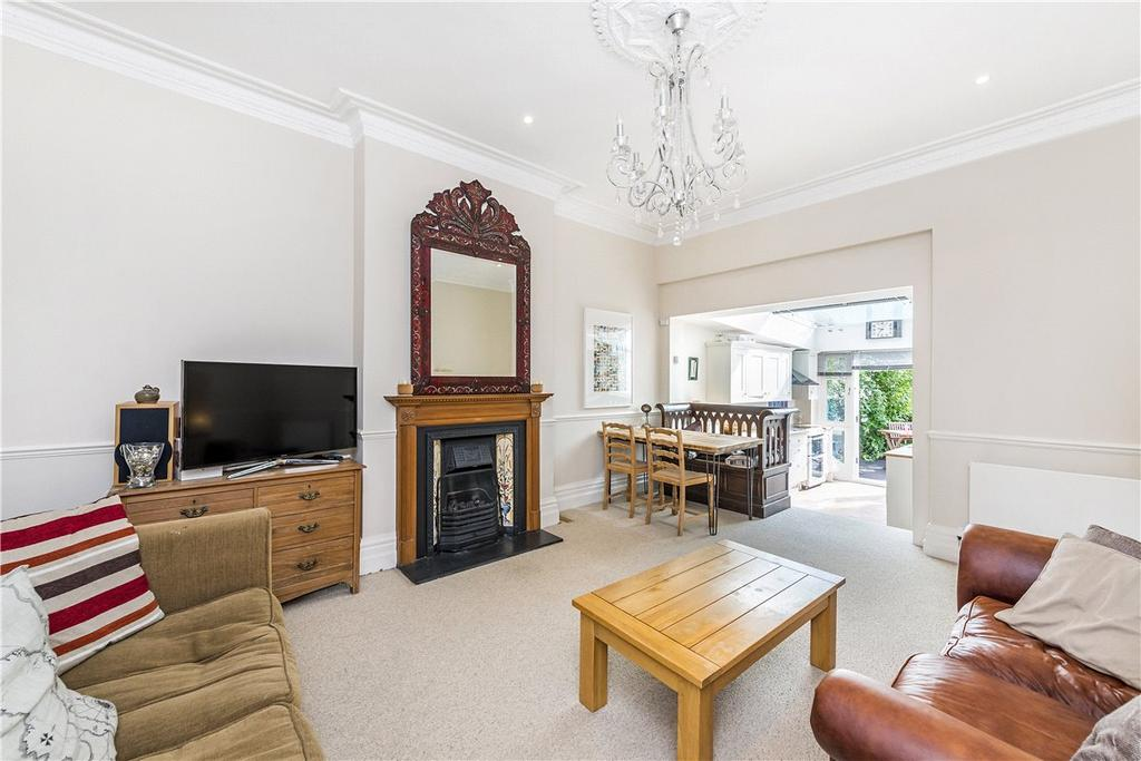 2 Bedrooms Apartment Flat for sale in St James's Drive, London, SW17