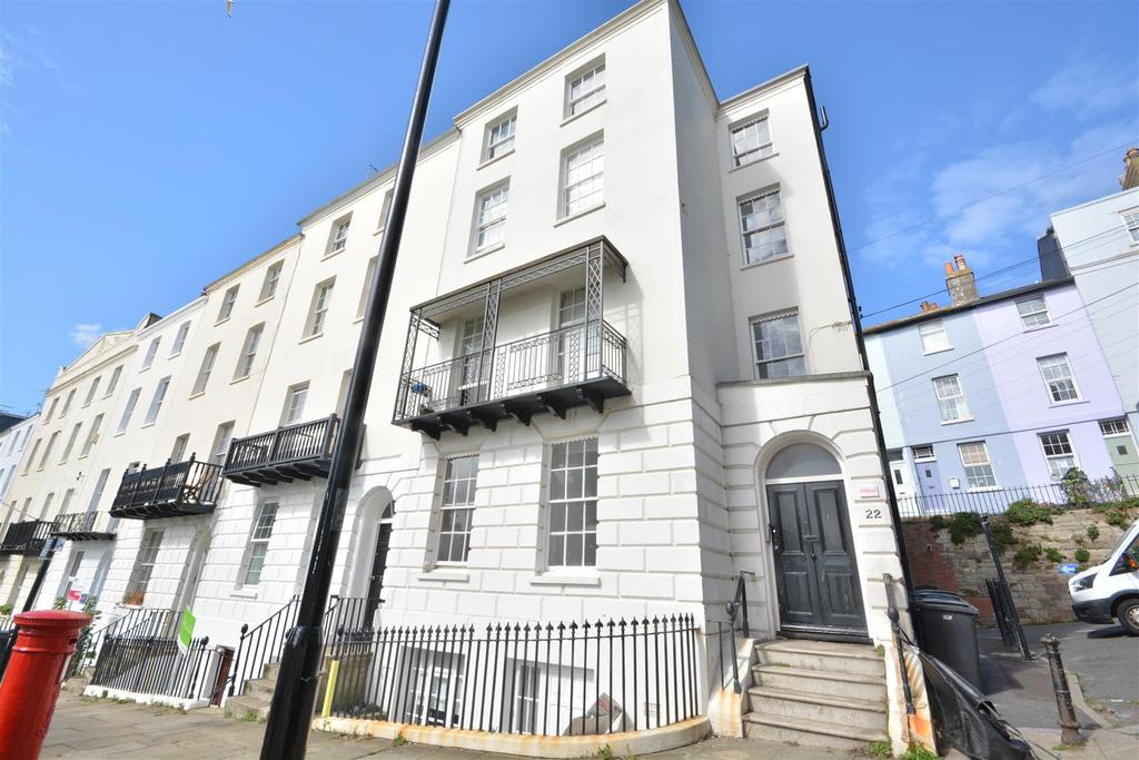 2 Bedrooms Flat for sale in Wellington Square, Hastings