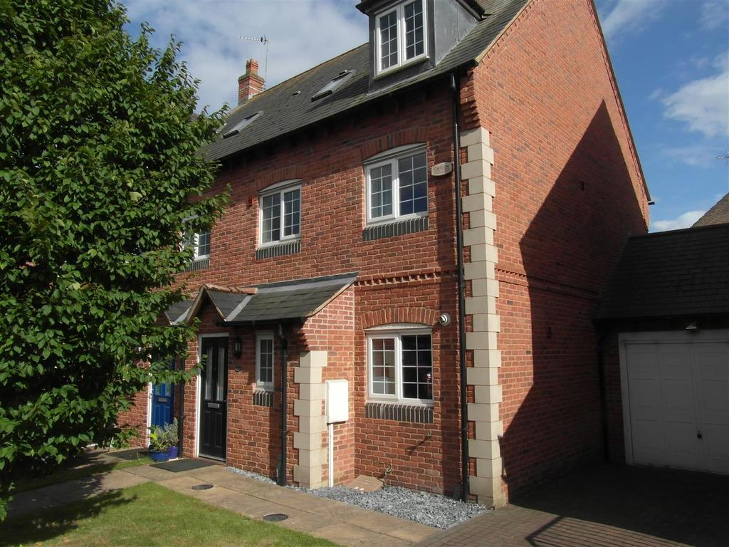 4 Bedrooms Semi Detached House for sale in Hunters Close, Husbands Bosworth