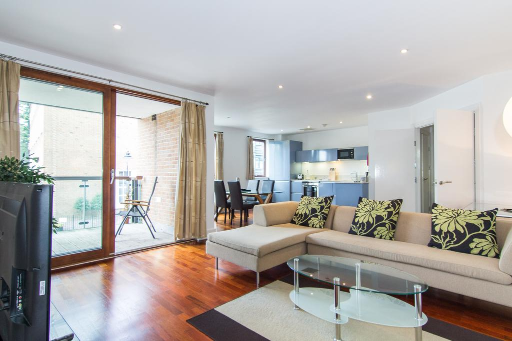 2 Bedrooms Flat for sale in The Curve, 27-31 St. Marys Road, Ealing