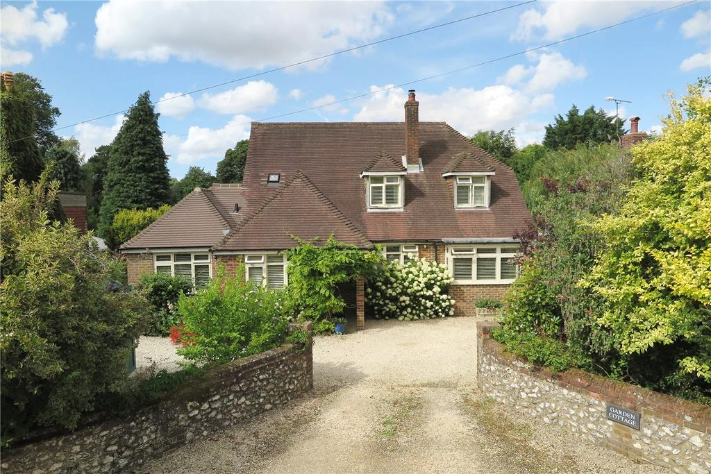 5 Bedrooms Detached House for sale in The Street, Upper Farringdon, Alton, Hampshire, GU34