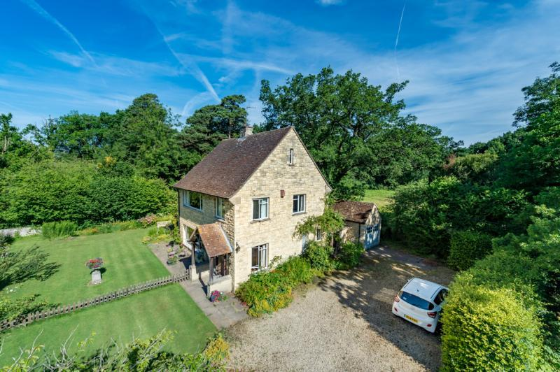 3 Bedrooms Detached House for sale in Painswick House, Oxford Road, Frilford, Abingdon, Oxfordshire