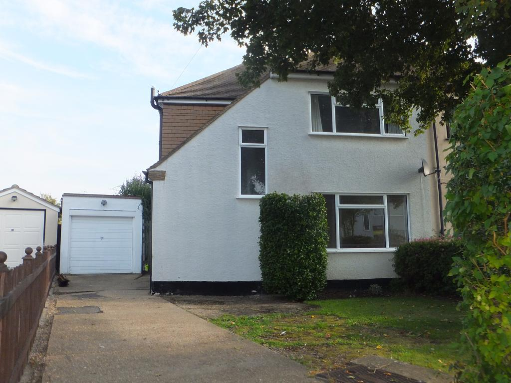 3 Bedrooms Semi Detached House for sale in Sheridan Avenue, Thundersley SS7