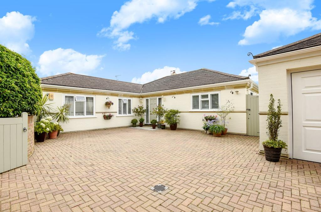 3 Bedrooms Detached Bungalow for sale in Martineau Close, Aldwick, Bognor Regis, PO21