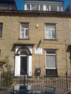 4 bedroom terraced house to rent - Grove Terrace, Bradford BD7