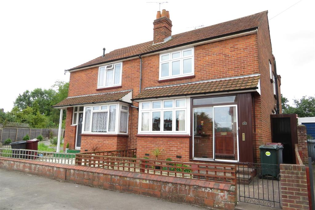 3 Bedrooms Semi Detached House for sale in St. Ronans Road, Reading