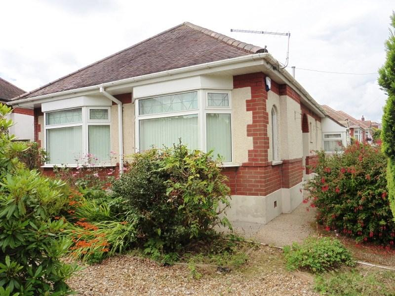 2 Bedrooms Detached Bungalow for sale in Brierley Road, Northbourne, Bournemouth