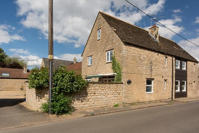 3 Bedrooms Barn Conversion Character Property for sale in Glapthorn, Nr Oundle, PE8