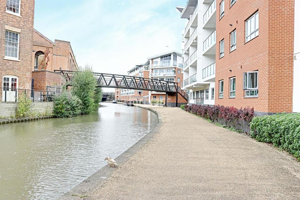 2 Bedrooms Flat for sale in Wolverton, Milton Keynes