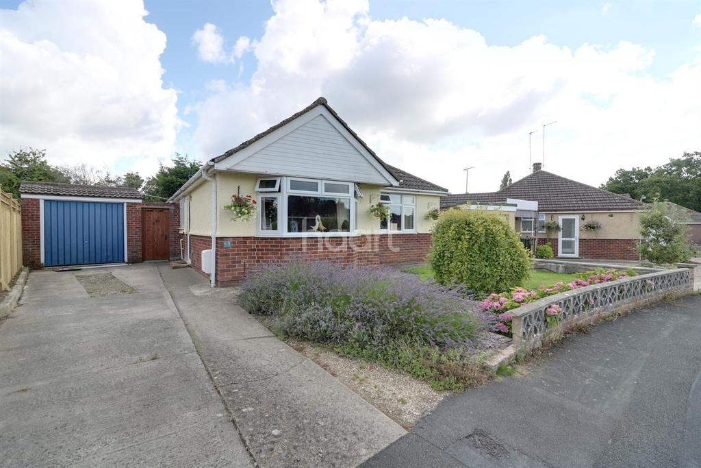 2 Bedrooms Bungalow for sale in Riverdale Close, Swindon, Wiltshire