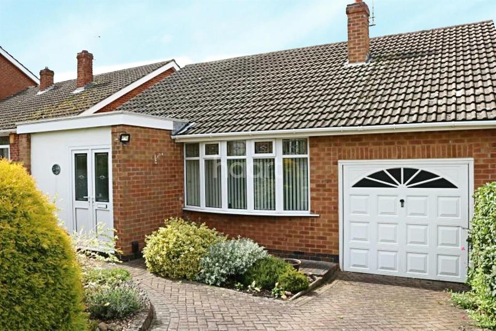 3 Bedrooms Bungalow for sale in Lowlands Drive, Keyworth Nottinghamshire