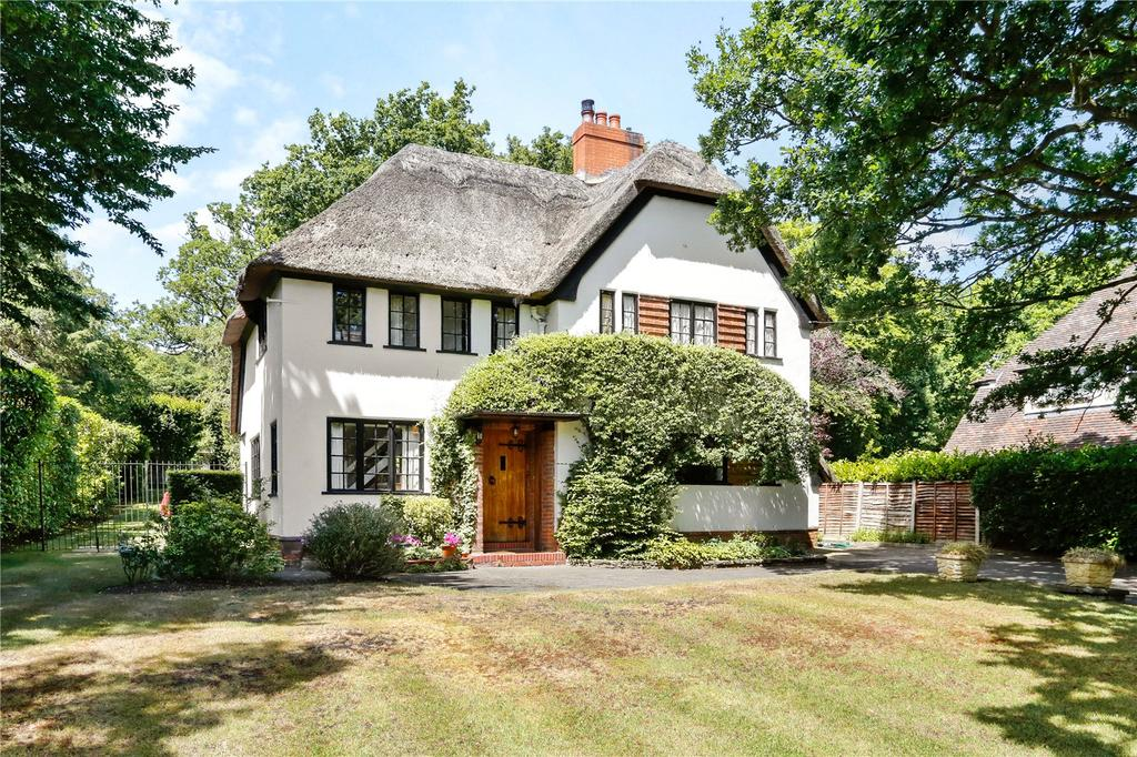 3 Bedrooms Detached House for sale in Nicholas Way, Northwood, Middlesex, HA6