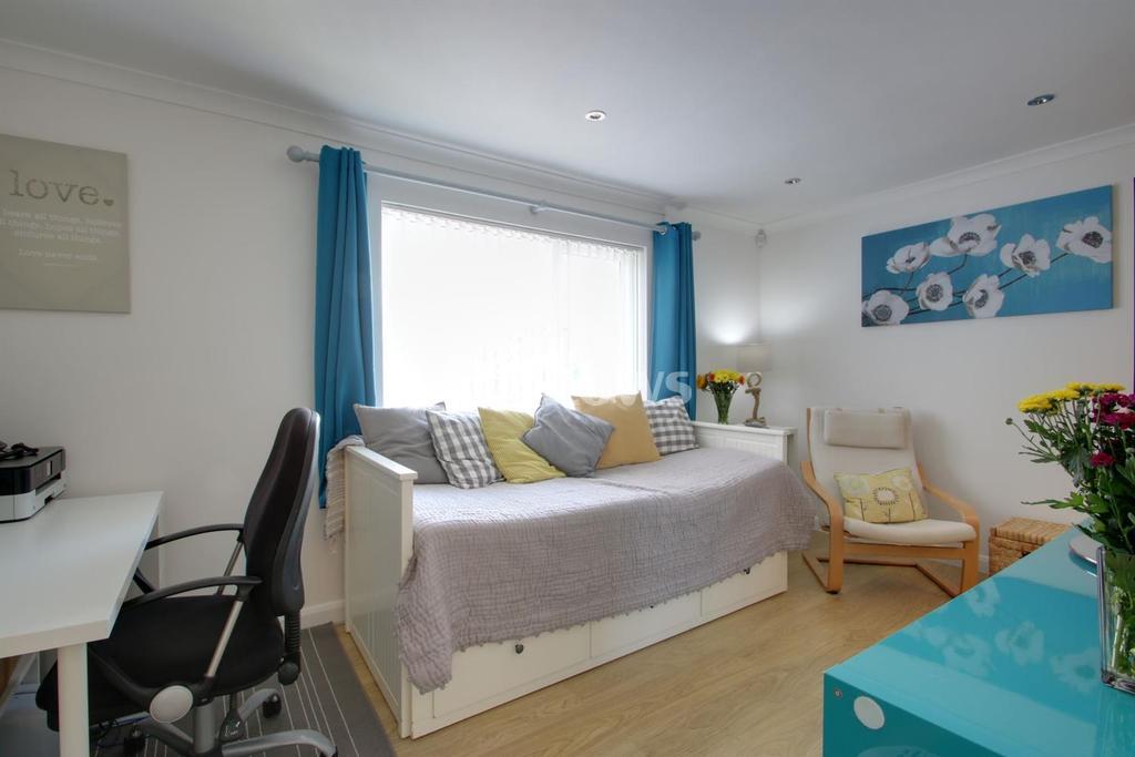 Studio Flat for sale in Limeslade Close, Fairwater