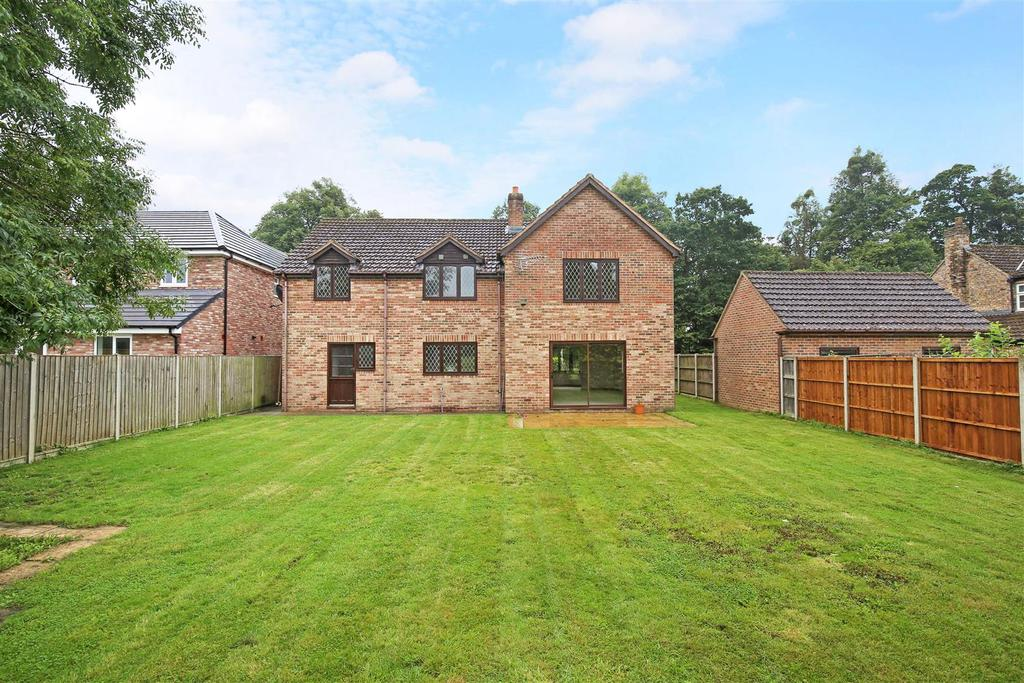 4 Bedrooms Detached House for sale in Perryway, Frampton On Severn, Gloucester