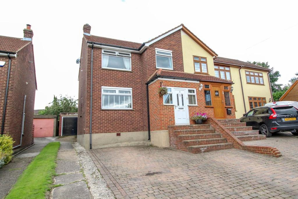 3 Bedrooms Semi Detached House for sale in Bardeswell Close, Brentwood, Essex, CM14
