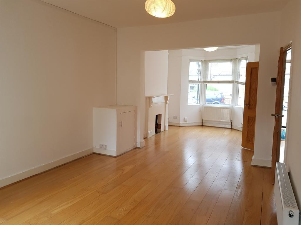 3 Bedrooms Terraced House for sale in Westgate Road, London SE25
