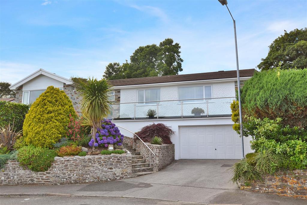 4 Bedrooms Detached Bungalow for sale in Vicarage Close, Budock Water, Falmouth