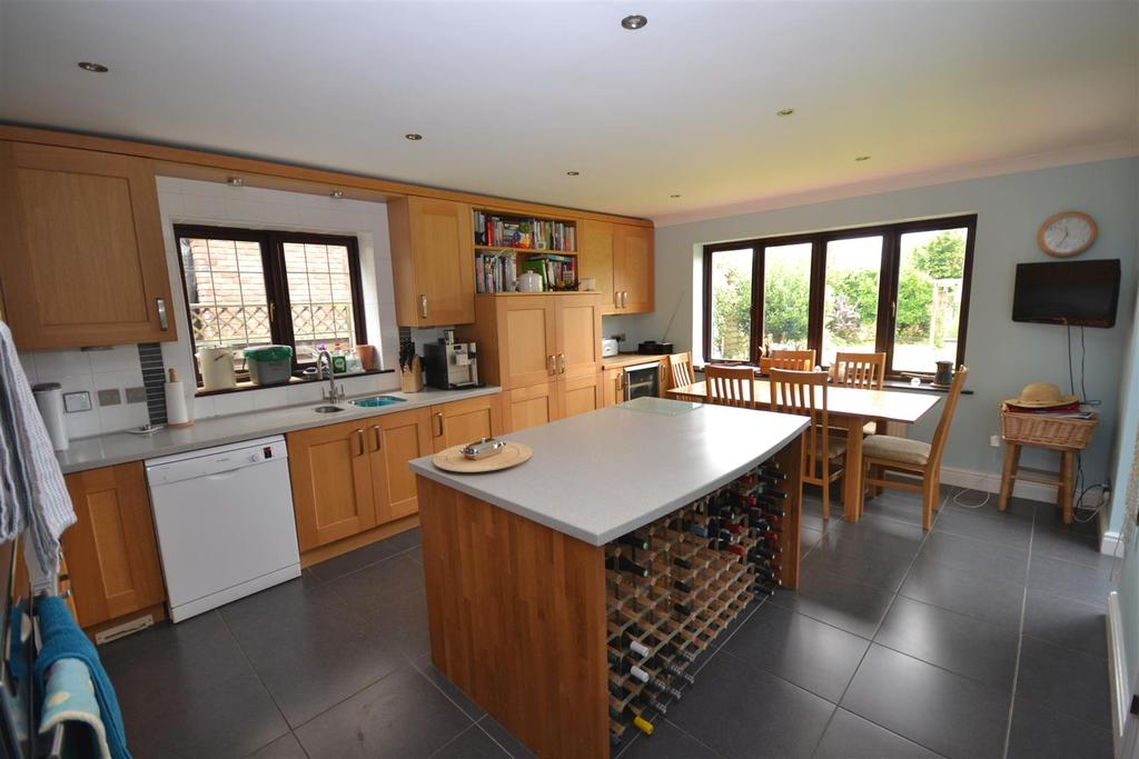 5 Bedrooms Detached House for sale in 4 Rectory Road, North Fambridge, Chelmsford