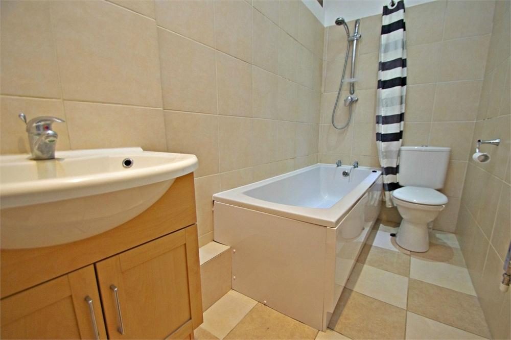 1 Bedroom Flat for sale in Stanmore Road, WATFORD, Hertfordshire