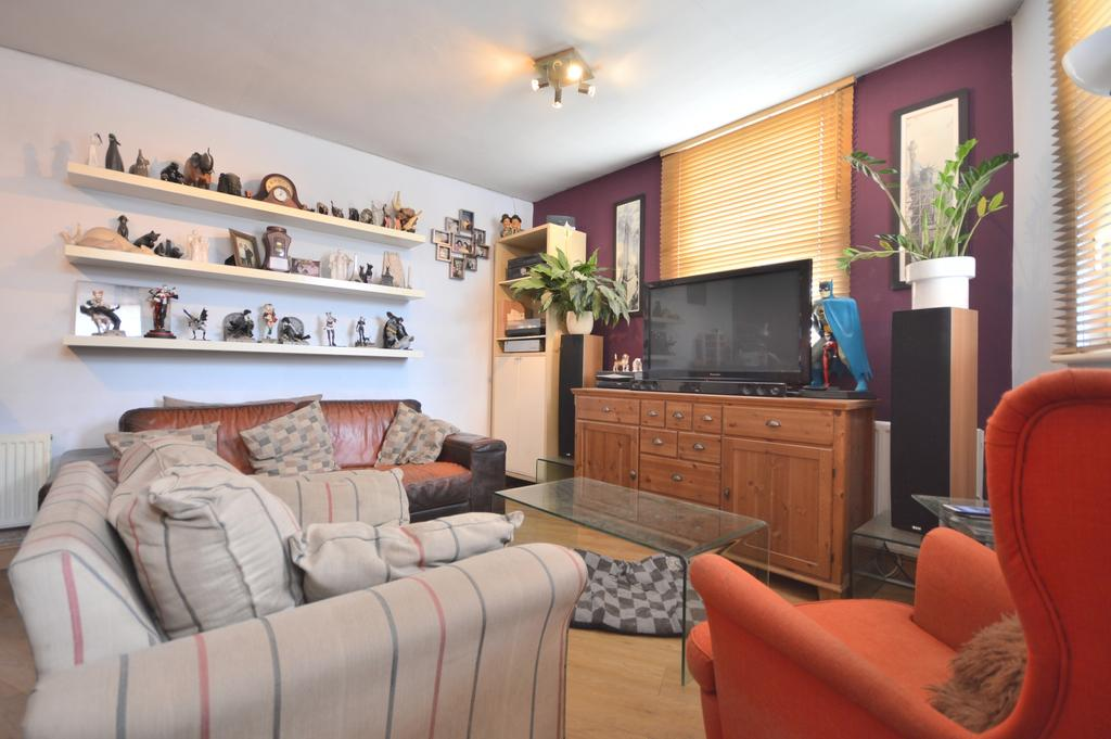 3 Bedrooms Flat for sale in Stanstead Road Catford SE6