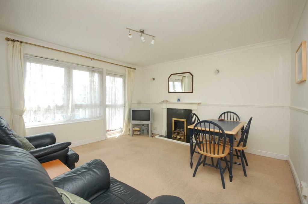 2 Bedrooms Flat for sale in St Saviours Estate London Bridge SE1