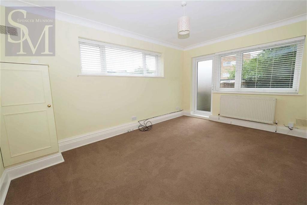 1 Bedroom Flat for sale in Hamlet Court, Woodford Green, Essex