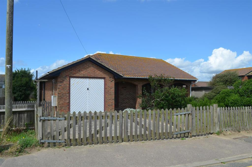 3 Bedrooms Bungalow for sale in Marchants Drive, Camber, Rye