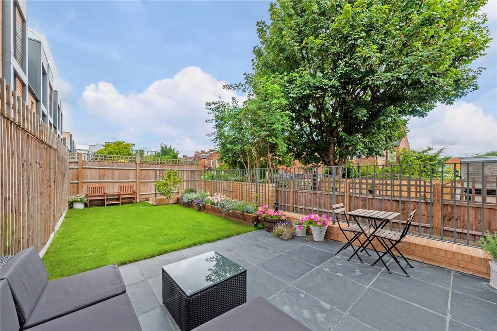 3 Bedrooms End Of Terrace House for sale in Brook Lane North, Brentford, Middlesex