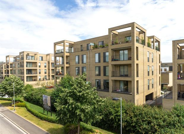 3 Bedrooms Apartment Flat for sale in Forbes Close, Trumpington, Cambridge