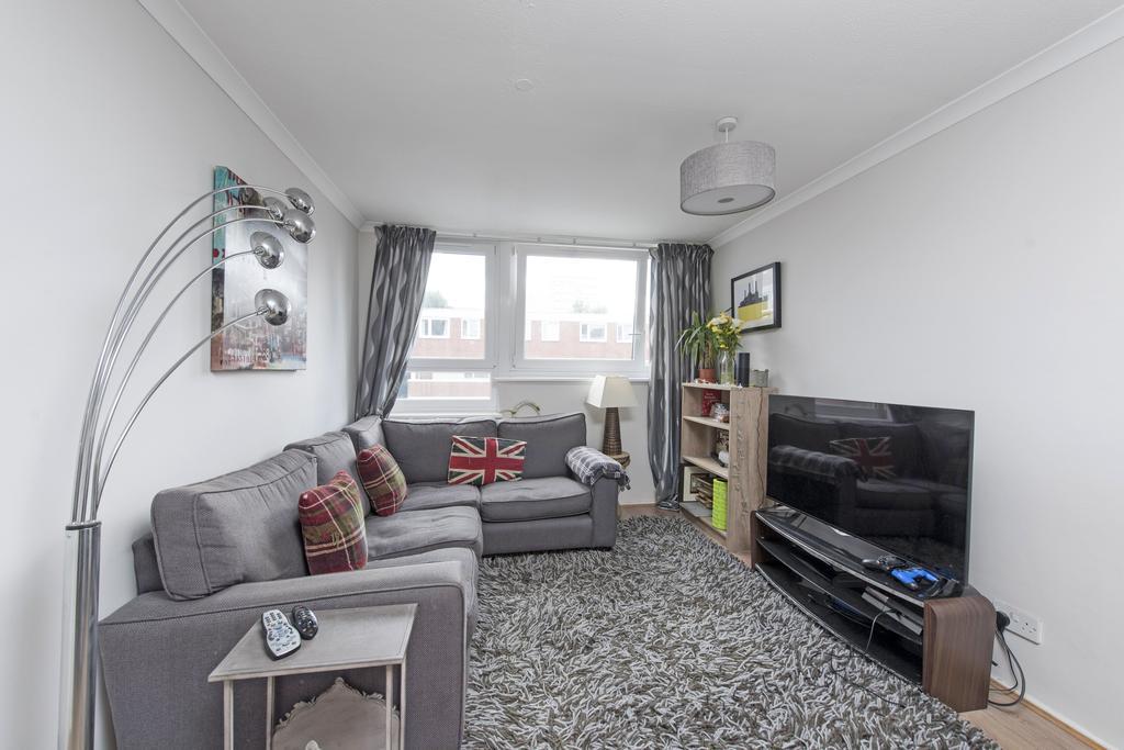 2 Bedrooms Flat for sale in Battersea Bridge Road, SW11