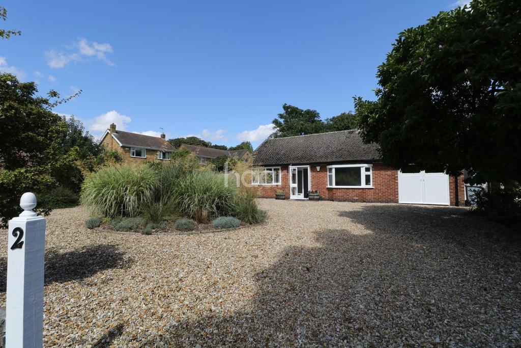 2 Bedrooms Bungalow for sale in The Spinney, Winthorpe