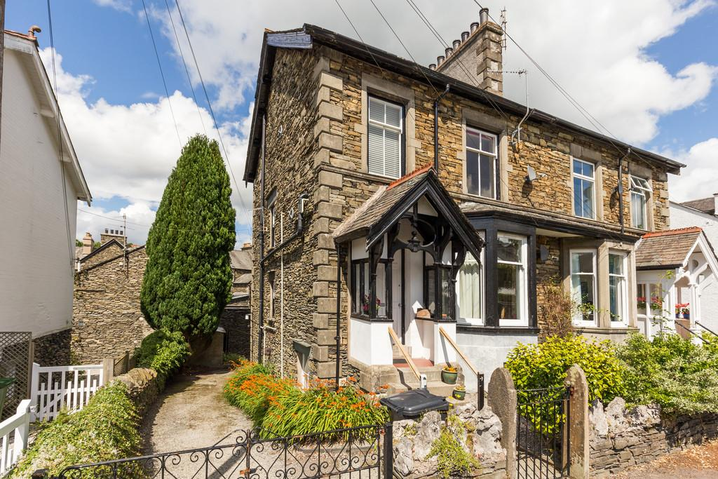 4 Bedrooms End Of Terrace House for sale in Lingmell, Thornbarrow Road, Windermere, Cumbria, LA23 2EW