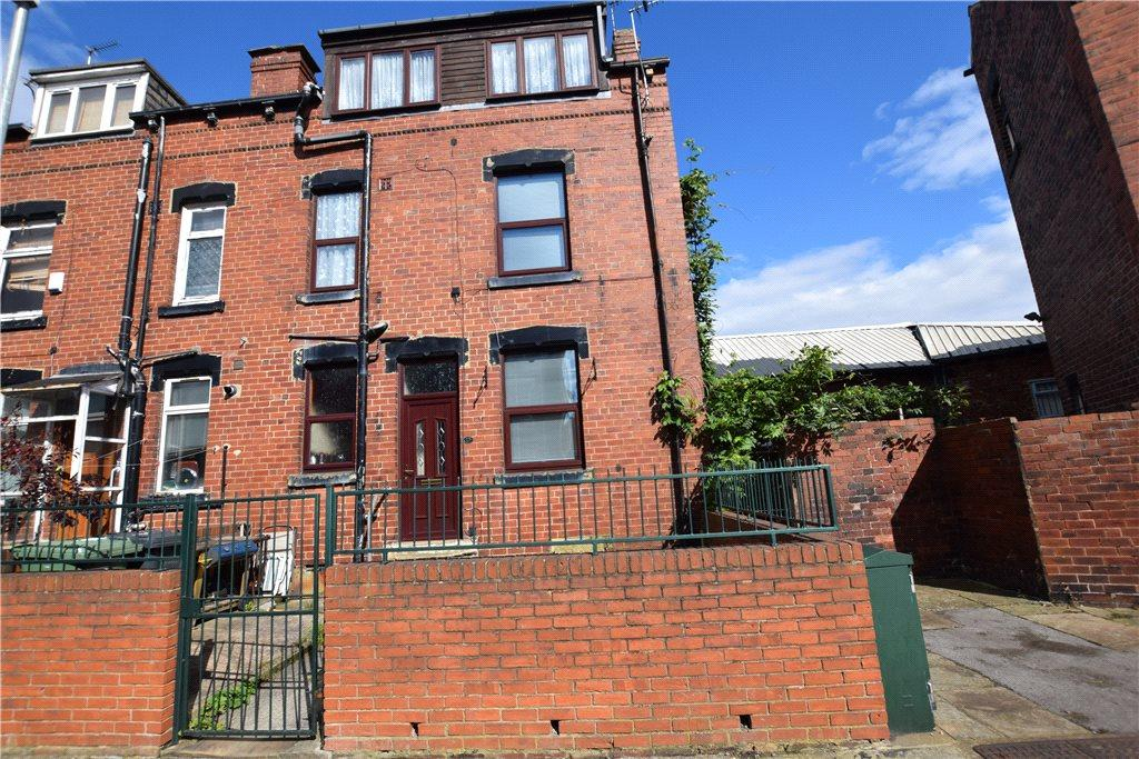 3 Bedrooms Terraced House for sale in Whingate Avenue, Leeds