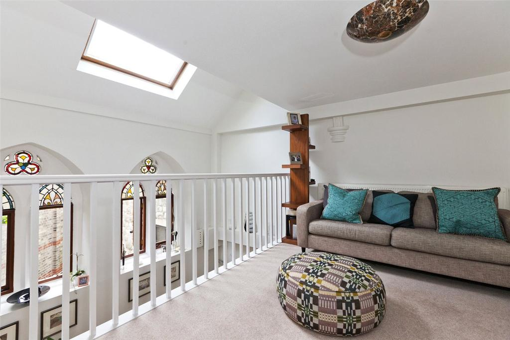 2 Bedrooms Flat for sale in Cloisters Court, 77 Cromwell Avenue, London, N6