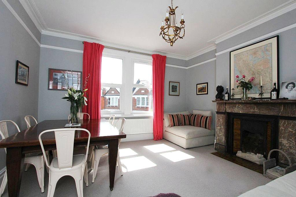 3 Bedrooms Flat for sale in Cedar Road, London, NW2