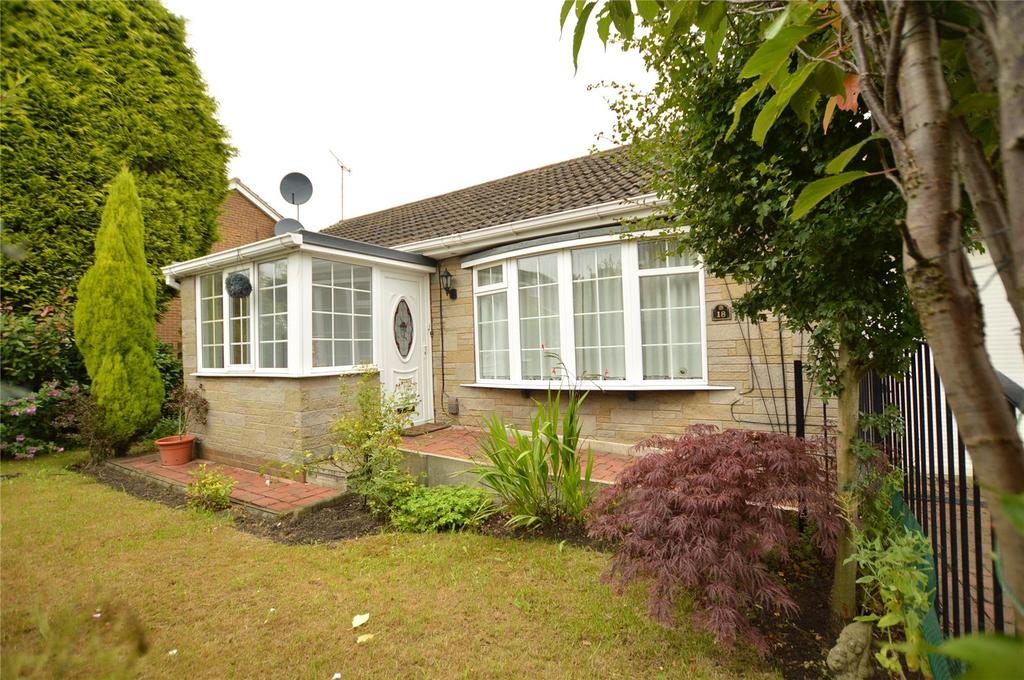 2 Bedrooms Detached Bungalow for sale in Scatcherd Grove, Morley, Leeds