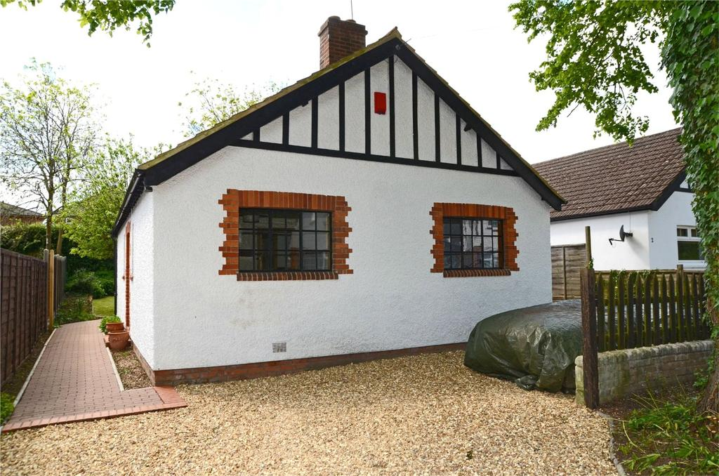 2 Bedrooms Detached Bungalow for sale in Park Crescent, Reading, Berkshire, RG30
